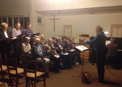 De cantorij zingt in