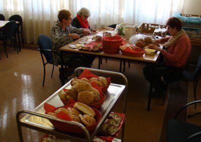 De voorbereidingen voor de broodmaaltijd
