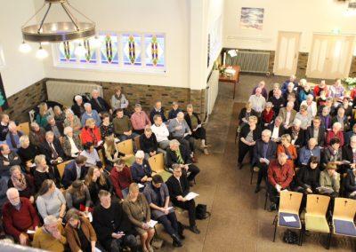 een volle kerk
