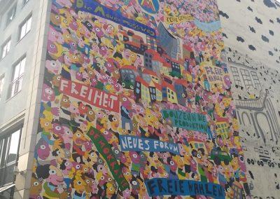 Muurschildering over de geweldloze maandagprotesten n.a.v. de vredesvespers